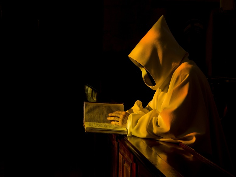 monastic-892682_1920